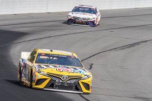 Kyle Busch, Joe Gibbs Racing, Toyota Camry M&M's Mini's, Denny Hamlin, Joe Gibbs Racing, Toyota Camry FedEx Ground