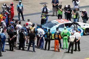 Los pilotos de la Nascar se solidarizan con Darrell Wallace Jr., Richard Petty Motorsports, Chevrolet Camaro antes de la carrera de la Copa Nascar