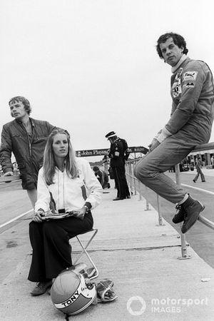 Tony Brise, Hill GH1, avec sa femme Janet