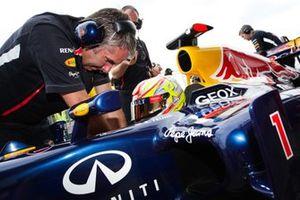 Robin Frijns, preparándose para su demostración de F1 en el Red Bull RB6