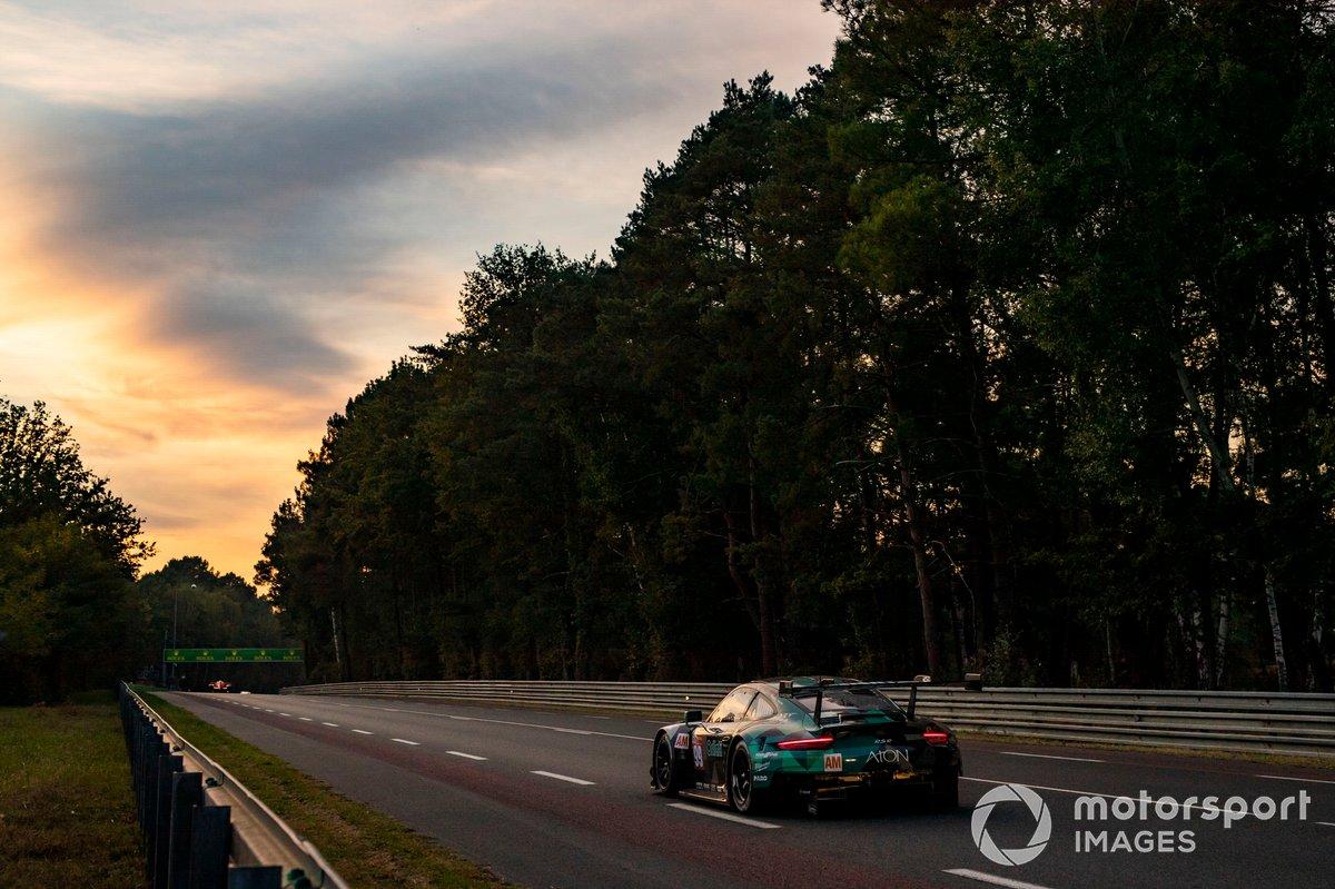 #99 Dempsey-Proton Racing Porsche 911 RSR: Vutthikorn Inthraphuvasak, Lucas Légeret, Julien Andlauer