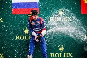 Race Winner Robert Shwartzman, Prema Racing celebrates on the podium with the champagne