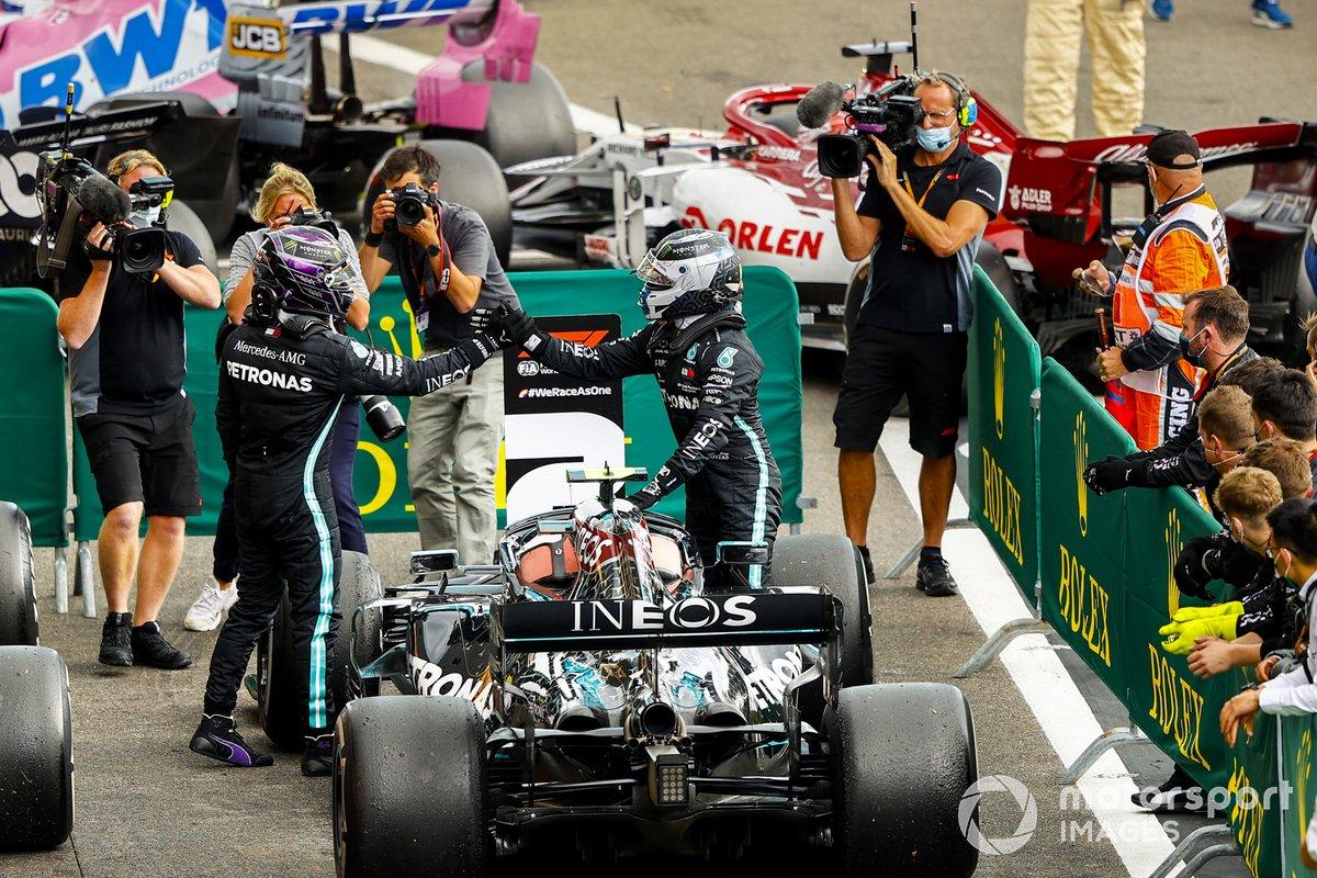Ganador Lewis Hamilton, Mercedes-AMG F1 y Valtteri Bottas, Mercedes-AMG F1 celebran en Parc Ferme