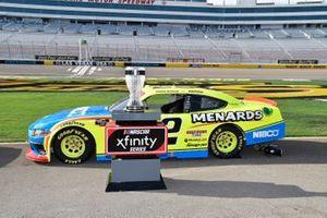 Trofeo del Campeonato Xfinty Las Vegas Motorspeedway Austin Cindric, Team Penske, Ford Mustang Menards/NIBCO