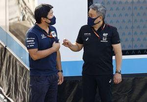 Masashi Yamamoto, General Manager, Honda Motorsport speaks with a member of the AlphaTauri team.