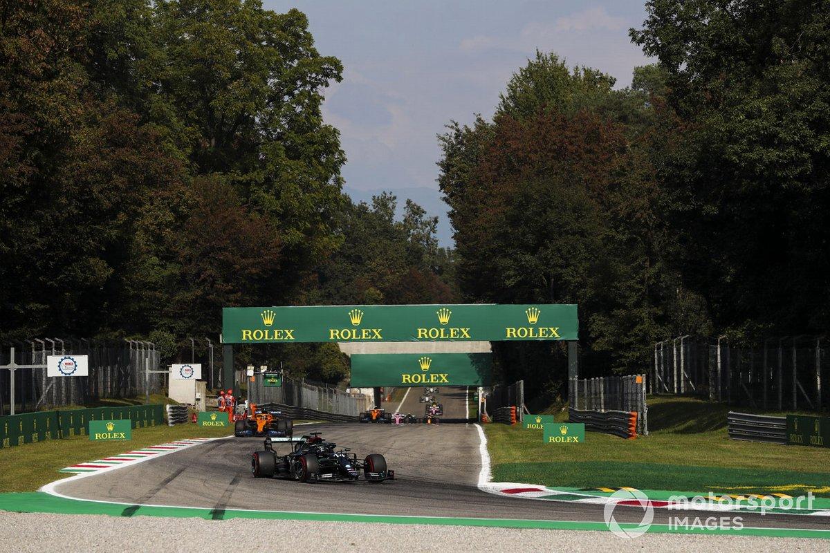 Lewis Hamilton, Mercedes F1 W11, Carlos Sainz Jr., McLaren MCL35, Lando Norris, McLaren MCL35