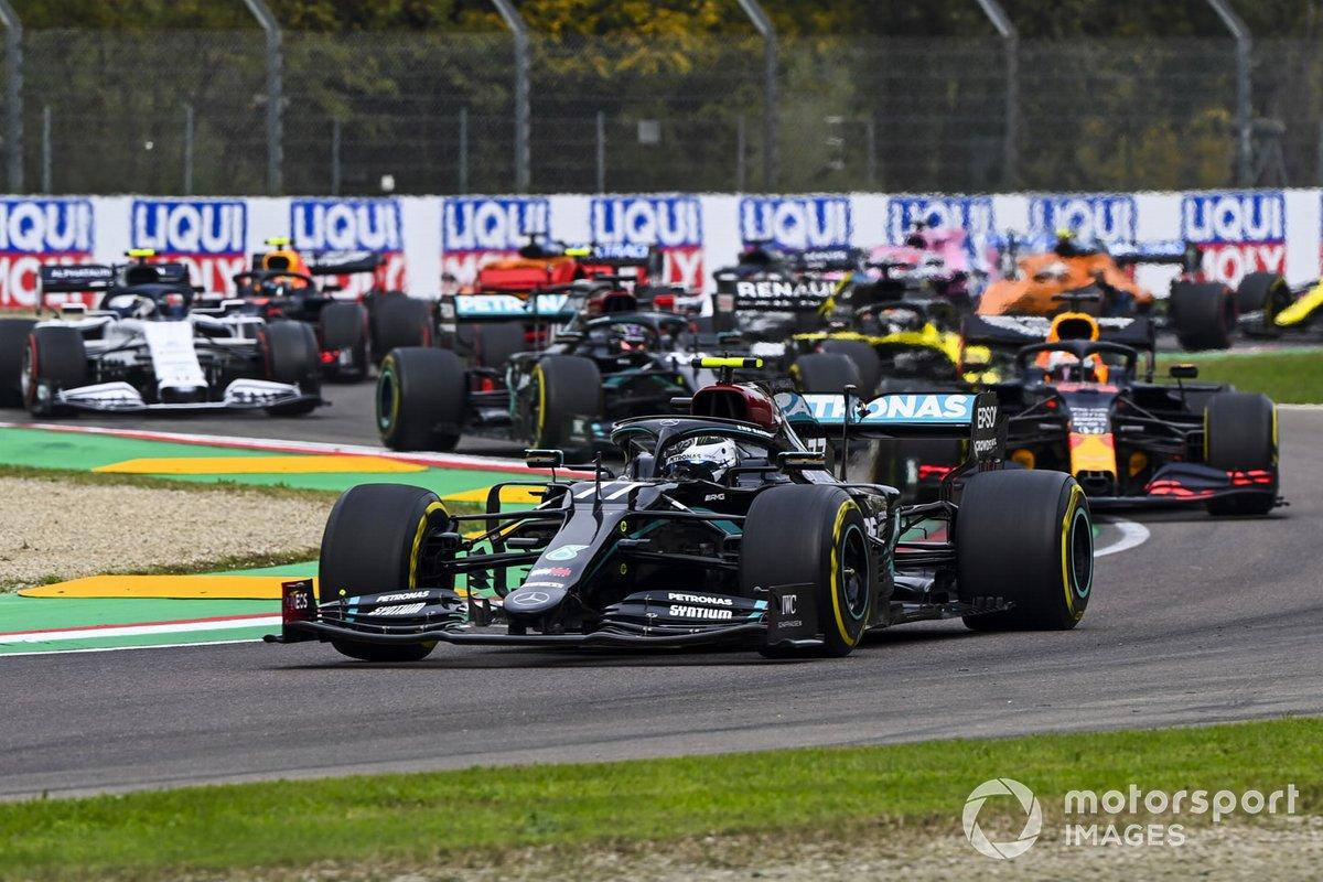 Valtteri Bottas, Mercedes F1 W11 Max Verstappen, Red Bull Racing RB16, Lewis Hamilton, Mercedes F1 W11 e Daniel Ricciardo, Renault F1 Team R.S.20 alla partenza