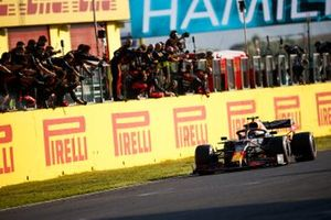 Alex Albon, Red Bull Racing RB16 crosses the line to his team celebrating