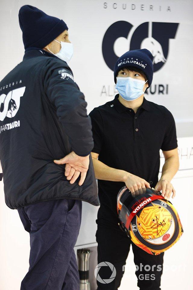 Franz Tost, Team Principal, AlphaTauri speaks with Yuki Tsunoda, Honda Formula Dream Project in the garage