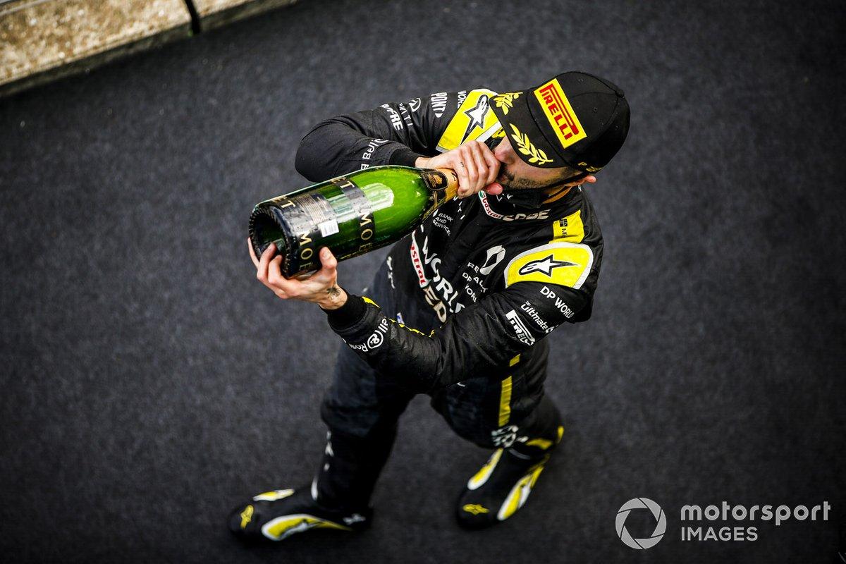 Podio: tercer lugar Daniel Ricciardo, Renault F1 celebra