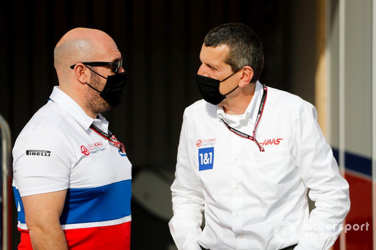 Stuart Morrison, Responsabile della comunicazione, Haas F1 Team e Gunther Steiner, Team Principal, Haas F1