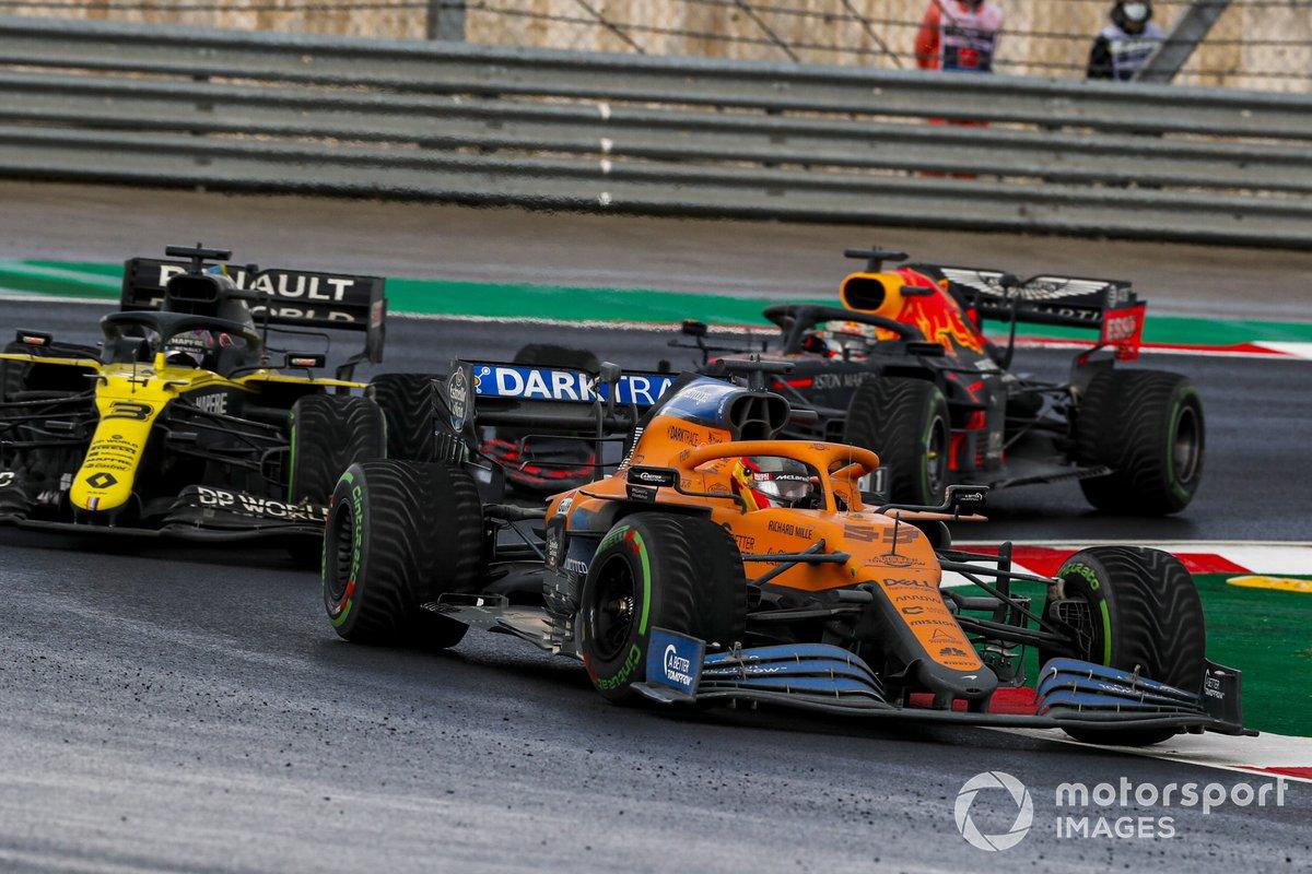 Carlos Sainz Jr., McLaren MCL35, Daniel Ricciardo, Renault F1 Team R.S.20, e Max Verstappen, Red Bull Racing RB16