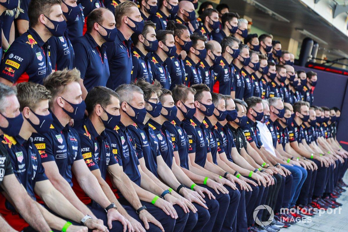 Foto de grupo del equipo Red Bull
