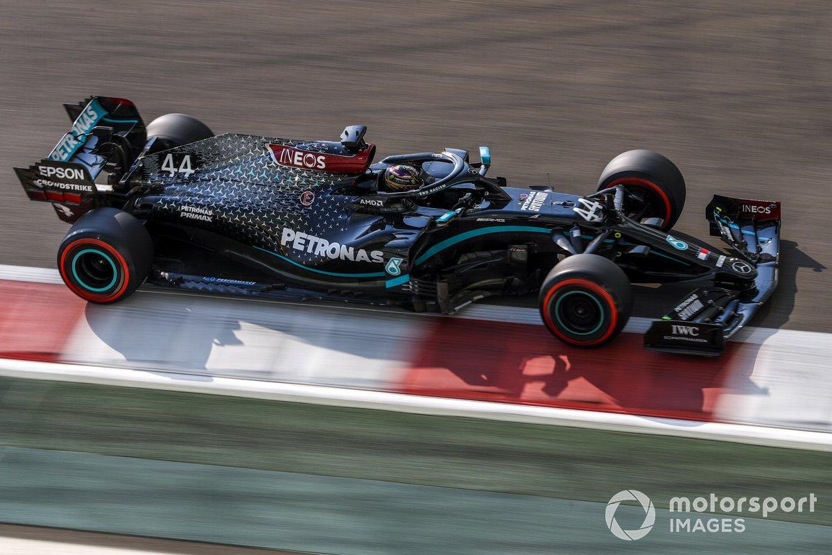 Decoración del Mercedes F1 W11 de negro para luchar contra el racismo (2020)