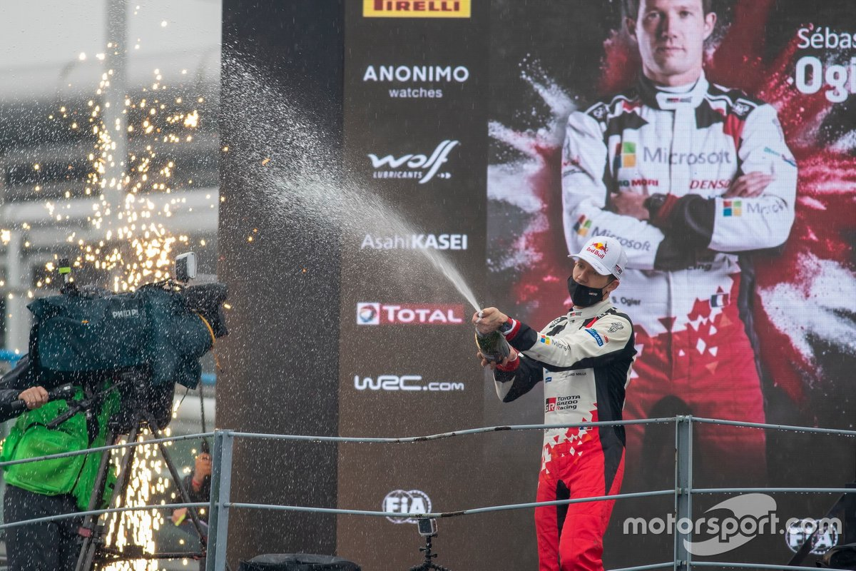 Podio: Sébastien Ogier, Toyota Gazoo Racing