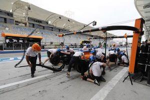 Lando Norris, McLaren MCL35, fait un arrêt