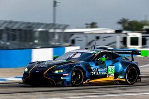 L'Aston Martin Vantage GT3 GTD #23 du Heart Of Racing Team (Ross Gunn, Ian James, Roman de Angelis)