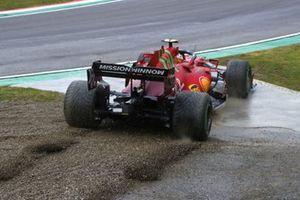 Carlos Sainz Jr., Ferrari SF21, rejoins after an off