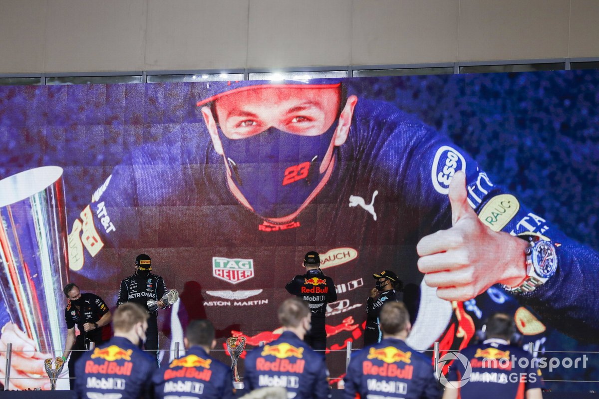 Podio: segundo lugar Valtteri Bottas, Mercedes-AMG F1, ganador Max Verstappen, Red Bull Racing, y tercer lugar Lewis Hamilton, Mercedes-AMG F1