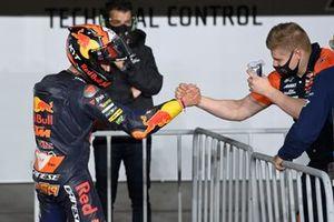 Polesitter Jaume Masia, Red Bull KTM Ajo, mit Niklas Ajo