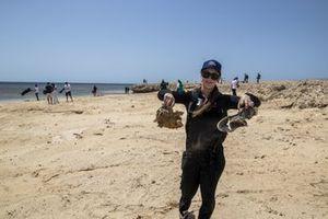 Sara Price, Segi TV Chip Ganassi Racing, maakt het strand schoon