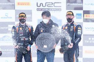 Podium: Hyundai President Scott Noh, Ott Tänak, Martin Järveoja, Hyundai Motorsport Hyundai i20 Coupe WRC