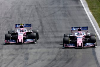 Sergio Perez, Racing Point RP19, in duel met Lance Stroll, Racing Point RP19