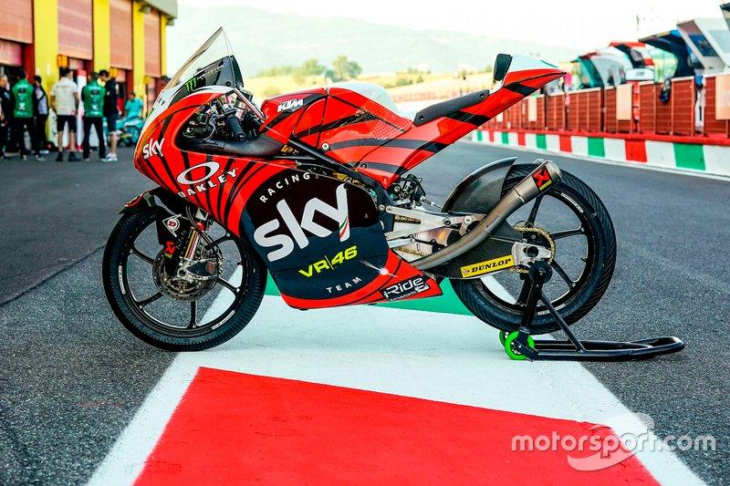 Livrea tricolore sulla moto di Dennis Foggia, Sky Racing Team VR46