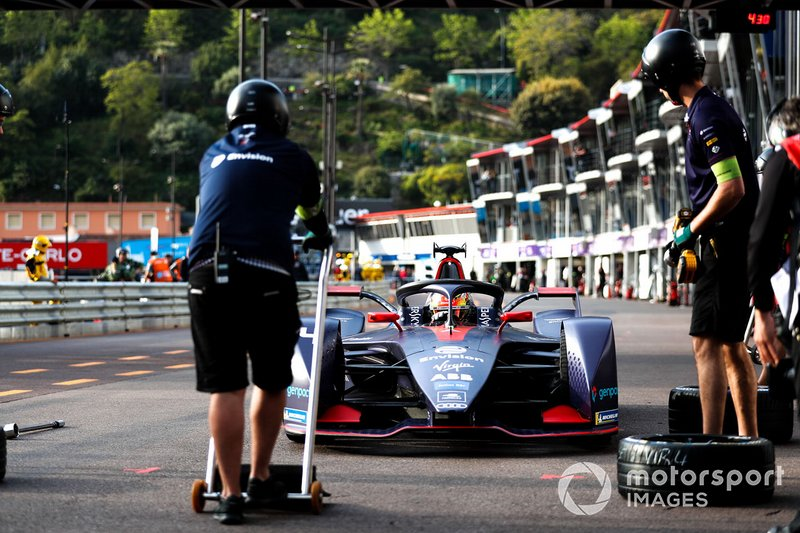 Robin Frijns, Envision Virgin Racing, Audi e-tron FE05, in pit lane