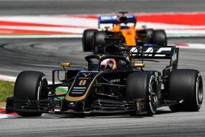 Romain Grosjean, Haas F1 Team VF-19, en Carlos Sainz Jr., McLaren MCL34