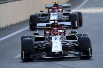 Kimi Raikkonen, Alfa Romeo Racing C38, leads Antonio Giovinazzi, Alfa Romeo Racing C38