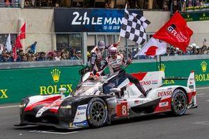 Ganadores #8 Toyota Fernando Alonso, Sebastien Buemi, Kazuki Nakajima