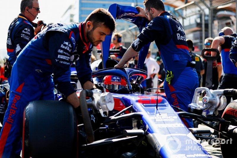 Daniil Kvyat, Toro Rosso STR14, on the grid