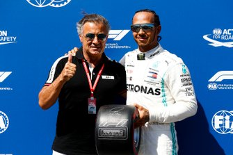 Pole sitter Lewis Hamilton, Mercedes AMG F1 receives the Pirelli Pole Position Award from Jean Alesi