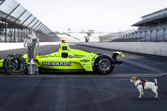 Simon Pagenaud, Team Penske Chevrolet winning entry and SimonÕs dog Norman