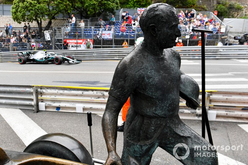 Valtteri Bottas, Mercedes AMG W10, passes the Fangio memorial