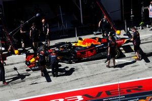 Max Verstappen, Red Bull Racing RB15, in the pits