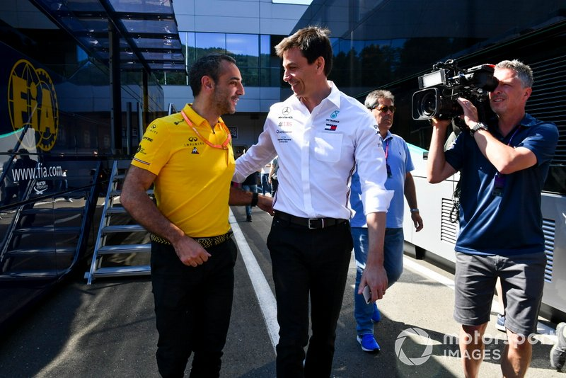 Cyril Abiteboul, CEO de Renault F1 Team y Toto Wolff, CEO de Mercedes AMG