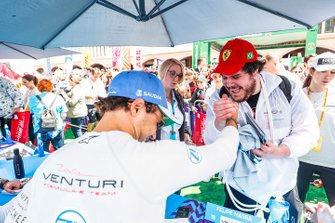 Felipe Massa, Venturi Formula E with a fan at the autograph session