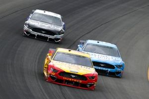 Joey Logano, Team Penske, Ford Mustang Shell Pennzoil, Kevin Harvick, Stewart-Haas Racing, Ford Mustang Busch Light and Aric Almirola, Stewart-Haas Racing, Ford Mustang Smithfield / Meijer