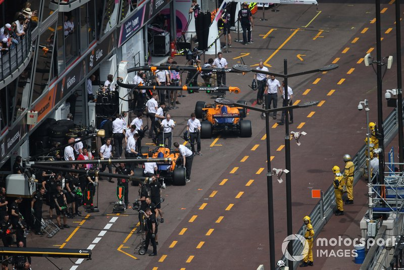 Carlos Sainz Jr., McLaren MCL34, y Lando Norris, McLaren MCL34