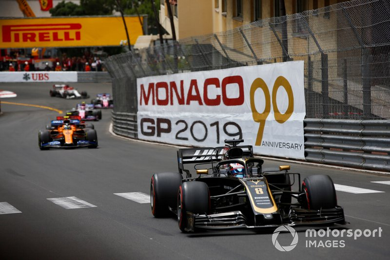 Romain Grosjean, Haas F1 Team VF-19, ve Lando Norris, McLaren MCL34