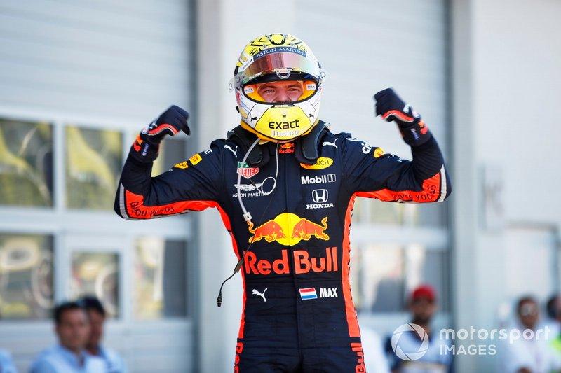Max Verstappen, Red Bull Racing, 1ª posición, celebra su victoria en el Parc Ferme