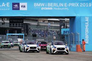 Cacá Bueno, Jaguar Brazil Racing, Sérgio Jimenez, Jaguar Brazil Racing, Simon Evans, Team Asia New Zealand, at the start