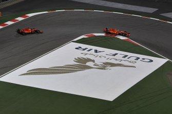Charles Leclerc, Ferrari SF90, devant Sebastian Vettel, Ferrari SF90