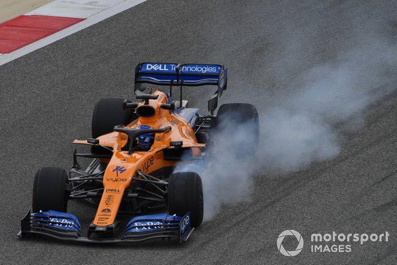 Fernando Alonso, McLaren MCL34, bloquea