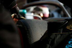 Un pneu Pirelli sur la Mercedes W10