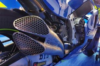 Detalle de escape en la moto Suzuki MotoGP de Alex Rins