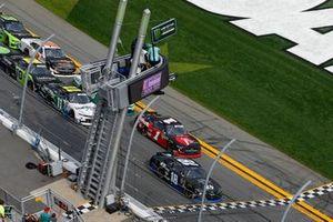 Jeffrey Earnhardt, Joe Gibbs Racing, Toyota Supra iK9 and Michael Annett, JR Motorsports, Chevrolet Camaro Chevrolet Pilot Flying J / American Heart Association green flag start