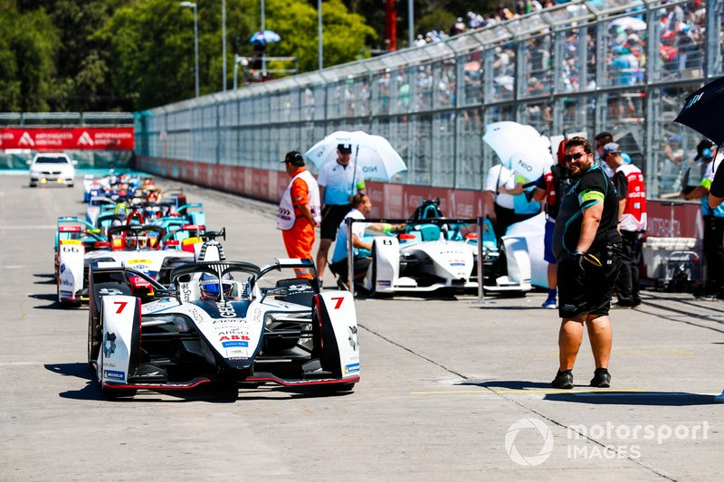 Cars make their way to the grid, with Jose Maria Lopez (ARG), GEOX Dragon Racing, Penske EV-3, at the front of the queue